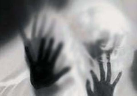ضرب و شتم دختر جوان توسط یک سیاستمدار