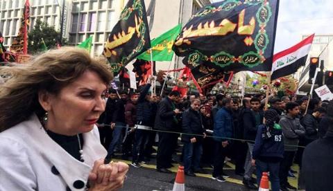 چشمان بُهت زده لندنی ها از دیدن زن های ایرانی چادر به سر در ظهر عاشورا/مسلمانان مقیم لندن در روز عزای امام حسین (ع) بر سر و سینه شان زدند/لندن پلاس