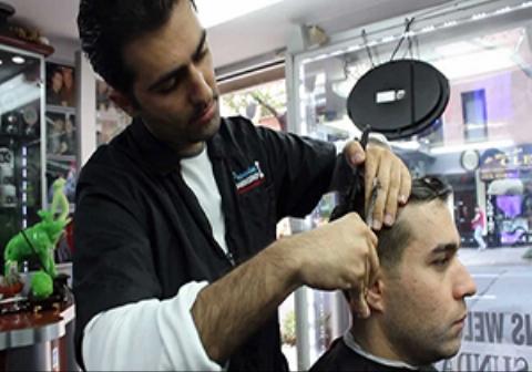 مردی که از اصلاح موهایش توسط آرایشگر راضی نبود، به او حمله و جانش را گرفت