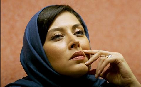 فیلم سورپرایز مهتاب کرامتی در جلسه خیلی جدی و تخصصی نقد فیلم گلستان