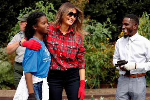 باغبانی همسر خبرساز ترامپ در کاخ سفید/تصاویر