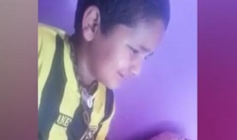 مرد سعودی فرزند خود را به طرزی وحشیانه مجازات کرد + فیلم