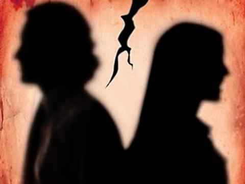 فیلم: کتک زدن وحشیانه پیشخدمت زن در خیابان بخاطر خیانت با شوهر صاحبخانه!