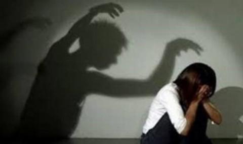 اقدامات وحشیانه هندوها برای دورکردن ارواح خبیث از دختران