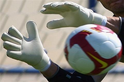 مرگ دردناک دروازه بان ایرانی وسط زمین فوتبال