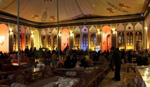هتلی بین المللی در یزد که هر سال محرم حسینیه می شود