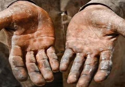 فیلم: برخورد زشت و توهین آمیز آقای شهردار با کارگران