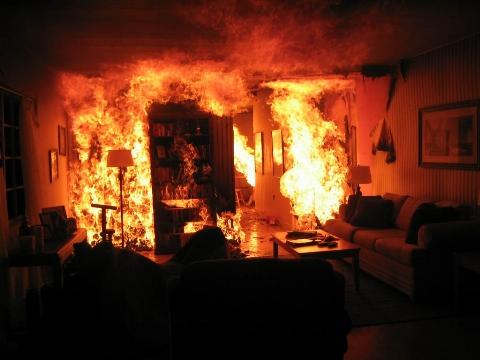 دعوای زن و شوهری به جنایت ختم شد/ مرد معتاد، همسر و دخترانش را به آتش کشید