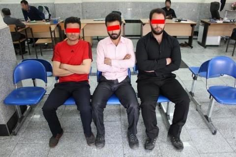 تجاوز ناجوانمردانه سه پسر به زور چاقو/ دختری با ظاهر آشفته به پلیس پناه برد