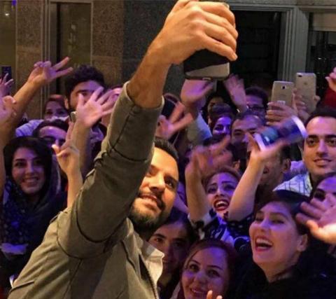 شبی که دختران تهرانی برای ازدواج با این خواننده سرشناس صف کشیدند