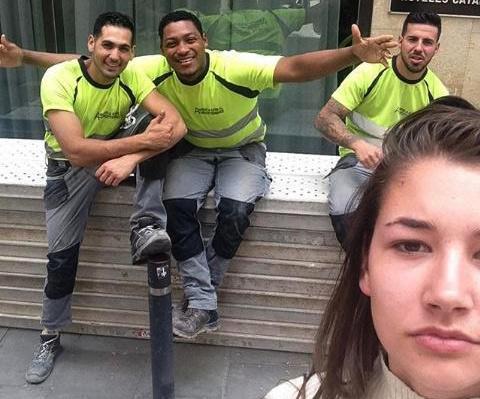 سلفی های این زن زیبا با مزاحمان خیابانی اش، تبدیل به پربیننده ترین عکس های اینستاگرام شد