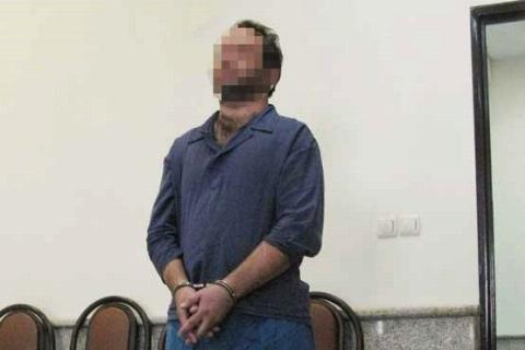 پسری که پدرش را با ضربه های مرگبار بُطری آب به قتل رساند/عکس