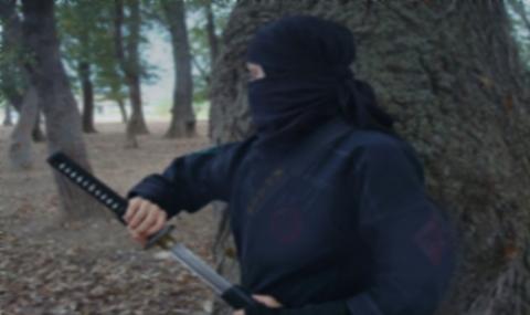 دختری که اوباش و آدم ربایان از او وحشت دارند + فیلم