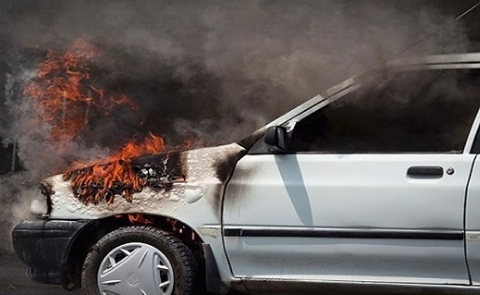 فیلم | آتش گرفتن خودروی۲۰۶ پس از برخورد با دیواره تونل کندوان