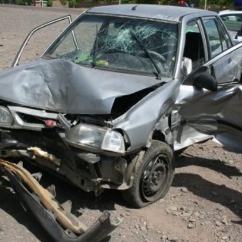 راننده زن با پراید به دیوار قرارگاه خاتم الانبیا (ص) کوبید! + فیلم