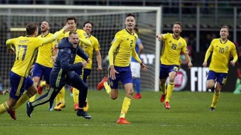 شادی جالب بازیکنان سوئد پس از صعود به جام جهانی