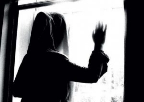 ربودن عجیب دختر جوان توسط چند پسر/ دختر بعد رهایی از دست آدم ربا، از خانه فرار کرد!