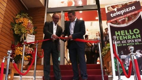 شب جشن اسپانیایی ها در تهران وقتی سفیر کشورشان بین المللی ترین رستوران ایران را افتتاح کرد: استانداردترین فست فود ایران در سعادت آباد رونمایی شد