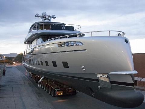 فیلم | رونمایی از قایق تفریحی ۴۶ میلیارد تومانی پورشه