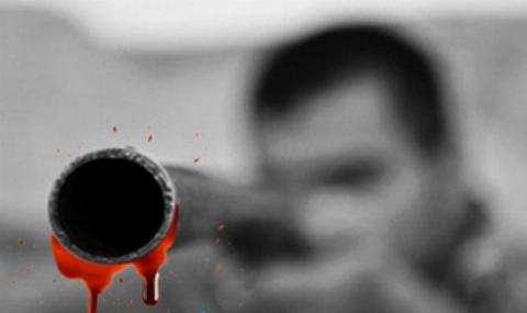 تیراندازی پسر جوان به سمت رهگذران برای تفریح+فیلم