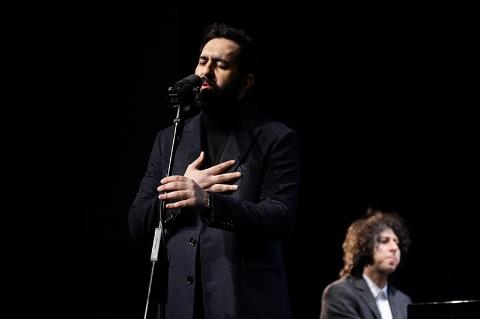 بغض حمید حامی در شب اجرای سالار عقیلی و مهدی یراحی/ ستاره های موسیقی ایران برای زنده یاد ناصر فرهودی بزرگداشت گرفتند