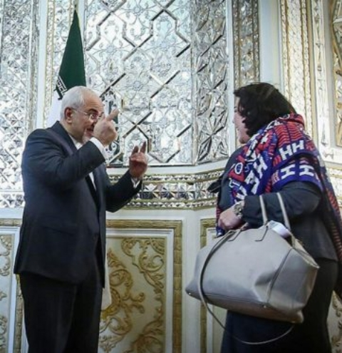تذکر ظریف به روسری یکی از خانم های دیپلمات که لحظه ای از سرش افتاد
