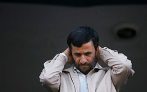 احمدی نژاد جلوی دوربین نان و پنیر می خورد و پشت دوربین سکه های طلا توزیع می کرد/اظهارنظرهای جنجالی نماینده رشت درباره رییس جمهور سابق ایران