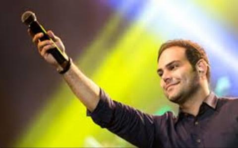 همخوانی دو خواننده معروف موسیقی پاپ قبل از کنسرت +فیلم