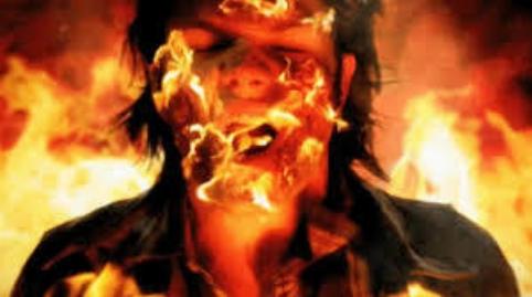 مردی که به خاطر موبایل خودش را به آتش کشید +فیلم