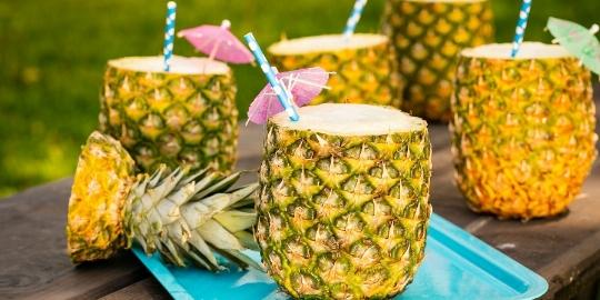 نوشیدنی خوشمزه شب یلدا را در آناناس سرو کنید + فیلم