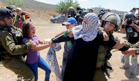 کتک خوردن شدید افسر زن اسرائیلی به دست مادر یک دختر فلسطینی + فیلم