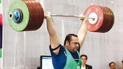 مهار وزنه 245 کیلویی توسط بهداد سلیمی در سالن مسابقات قهرمانی جهان + فیلم