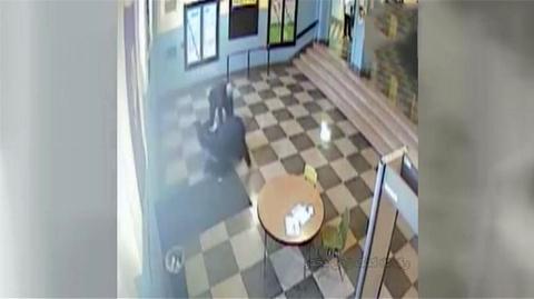 کتک زدن دختر باردار توسط دو مامور امنیتی/فیلم