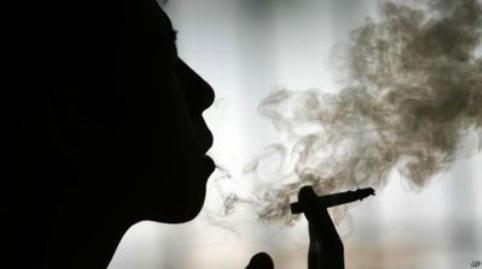 فیلم لحظه درگیری و کتک خورن زن جوان به خاطر کشیدن سیگار