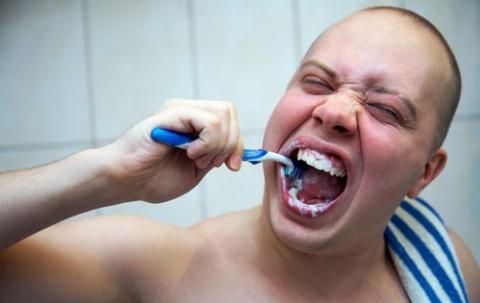 همگی تا الان اشتباه مسواک می زدیم!/ 10 نکته ساده و باورنکردنی که با رعایت کردن آنها برای همیشه از دندانپزشک بی نیاز خواهید شد
