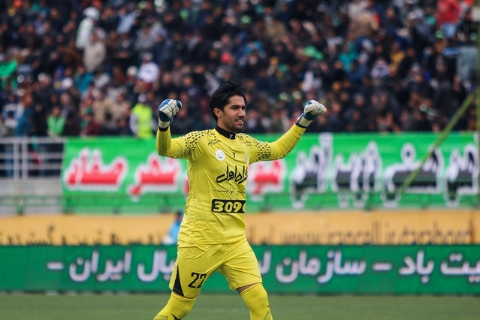 کری خوانی عادل فردوسی پور با حسین حسینی در ضیافت پنالتی/فیلم