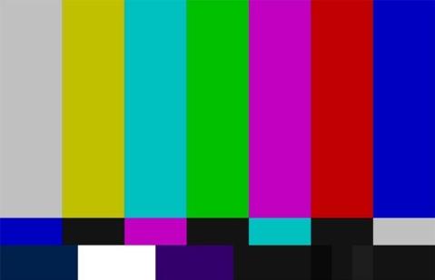 خرابکاری پسر مهمان برنامه زنده تلویزیون جلوی دوربین + فیلم