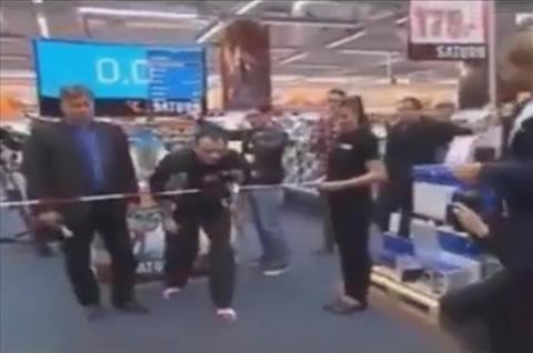 مردی در آلمان برنده جایزه عجیب یک فروشگاه شد!+فیلم دیدنی