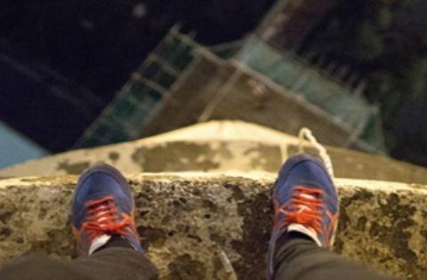 لحظاتی نفسگیر از تلاش پسر جوان برای خودکشی +فیلم