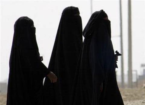 حمله عجیب سه زن نقابدار به مرد بی دفاع+ فیلم