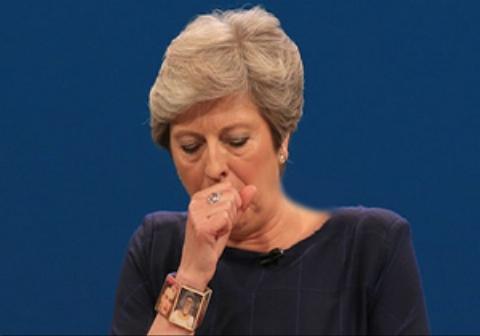 قطع شدن سخنرانی نخست وزیر انگلیس به دلیل گرفتگی شدید صدا + فیلم