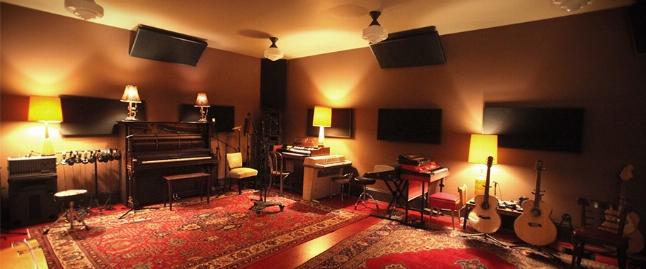 هجوم مخفیانه به استودیوی موسیقی مختلط/ 21 خواننده زن و مرد بازداشت شدند