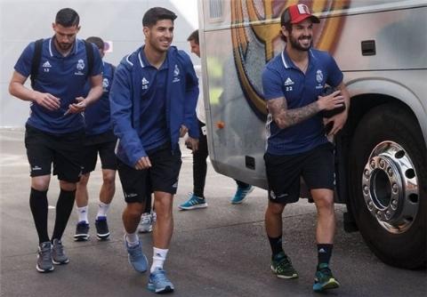 ورود بازیکنان رئال مادرید به ورزشگاه سانتیاگوبرنابئو/فیلم
