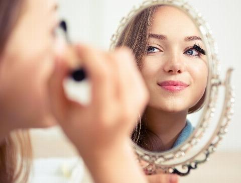 بدون جراحی ایرادهای اعصاب خردکن صورتتان را از بین ببرید/ آموزش میکاپ به سبک مژگان دادفر