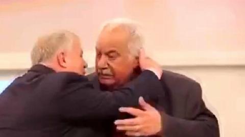 لحظه دیدار ناصرملک مطیعی و علی پروین در برنامه ای که پخش نشد +فیلم