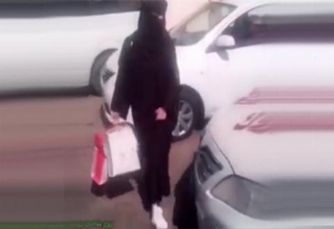 مراسم فارغالتحصیلی عجیبی که مرد سعودی برای همسرش اجرا کرد +فیلم