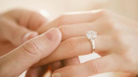زهره عروس 11 ساله یک پیرمرد شد / شوهرم توقعاتی دارد که نمی توانم انجام دهم!