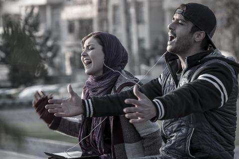 دفاع تمام قد روزنامه معروف از لاتاری/ جوان قضاوت همه داوران جشنواره را صریحا زیر سوال برد