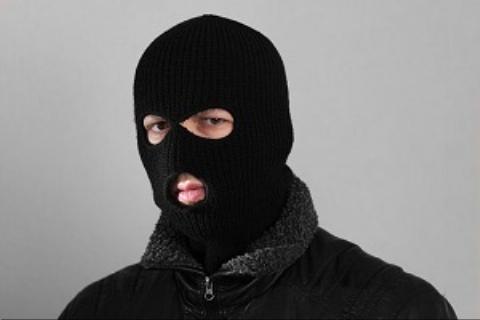 حمله 4 نقابدار با تبر به یک فروشگاه در کارون + فیلم لحظه حمله
