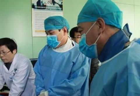 رفتار غیرانسانی دو پرستار با مردی بیمار در یکی از بیمارستان های کشور روسیه جنجال ساز شد/فیلم